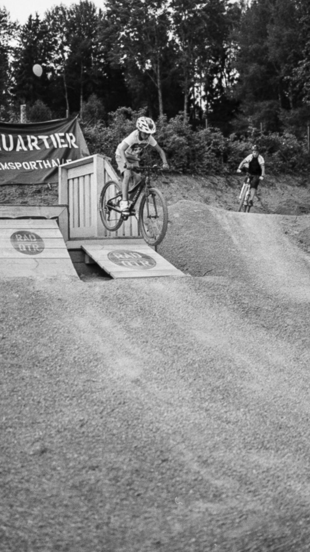 Mountainbiker im Bikepark bei Münchberg.