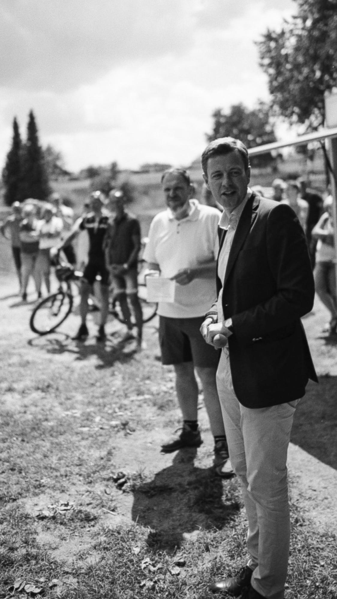 Gäste freuen sich über Bikepark in Stammbach, geplant und gebaut durch die Firma RadQuartier.