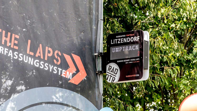 Display des Rundenzählers auf dem Pumptrack in Litzendorf. Digitales Display mit Rundenanzeige. RadQuartier GmbH