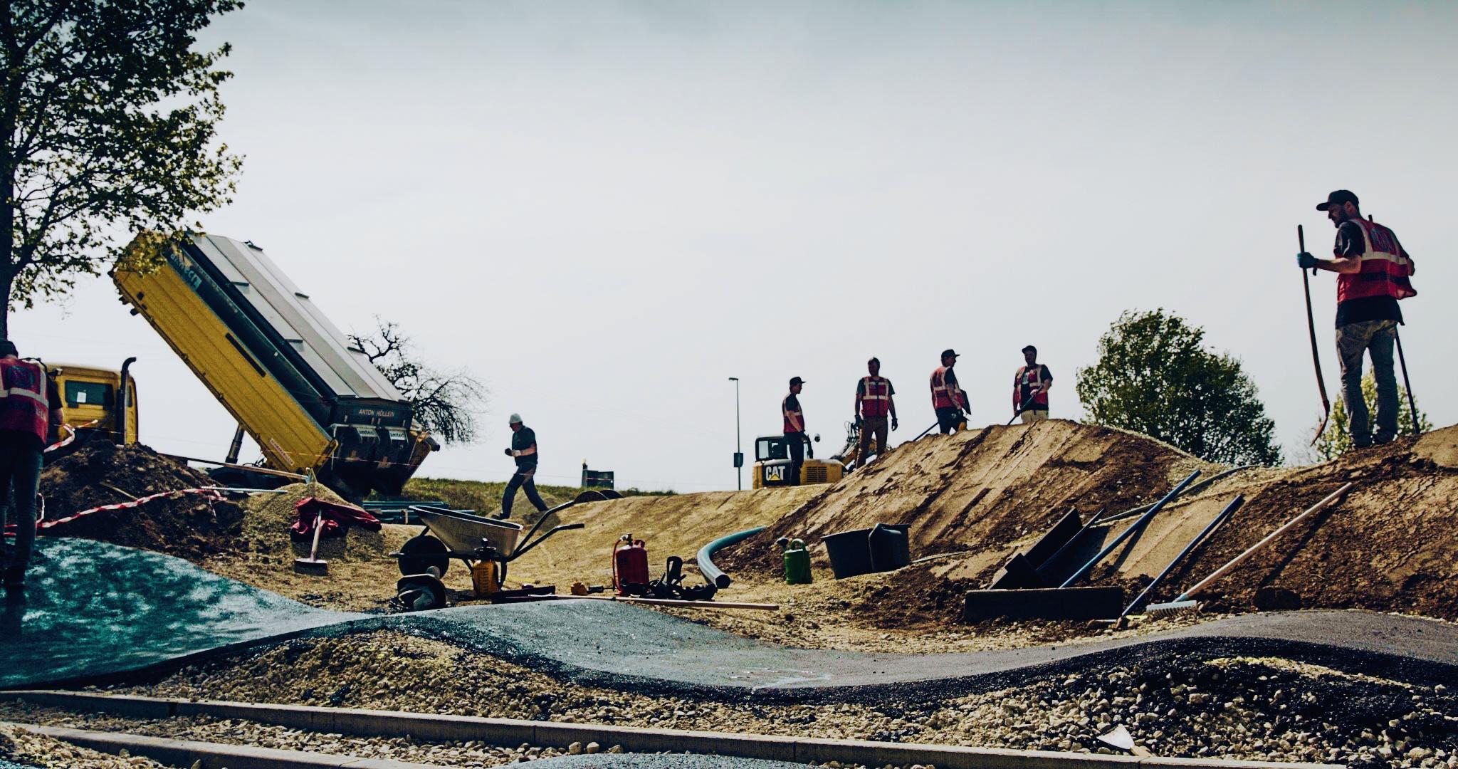 Asphaltierungsarbeiten des Pumptracks in der Gemeinde Litzendorf durch die Fachfirma RadQuartier GmbH